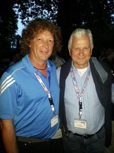 Fußballtrainer Willy Hatz (li.) zusammen mit dem Präsidenten des Bundes Deutscher Fußball-Lehrer, Lutz Hangartner