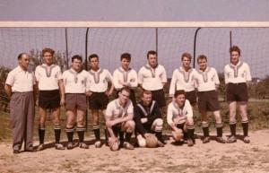 07_Fußballmannschaft_1956