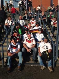 5Vor_dem_Stadion_036